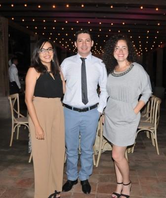 Jessy Guevara de Echeverría, Marvin Echeverría y Andrea Chávez