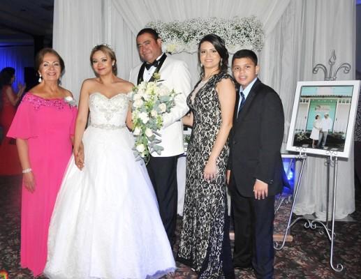 La madre de la novia, Lidia Pinel, Reyna Pinel, Danilo Ponce, Veira Pinel y Bryan Pinel
