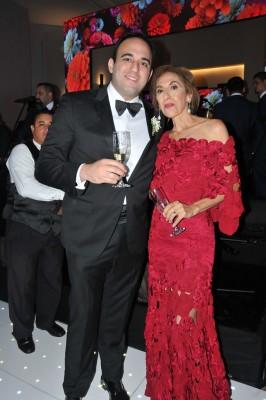 La madre del novio, Elizabeth Dumas y el hermano del novio, Alberto Dumas