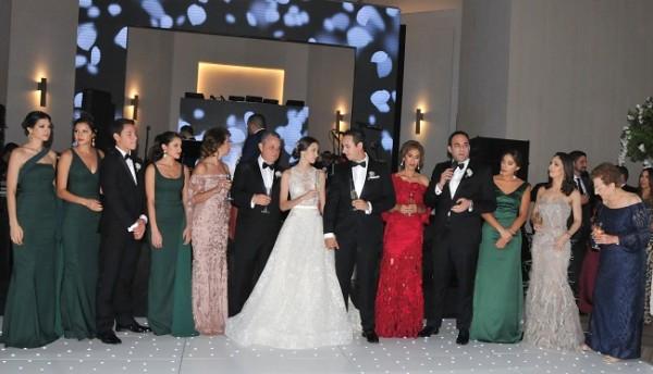 Las familias Dumas Canahuati y Bendaña Prieto brindaron por la felicidad de Eugenia y Ricardo