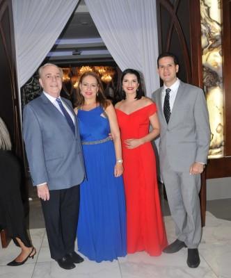 Leon Fiszman, Lisa Fiszman, Gina y José Rivera