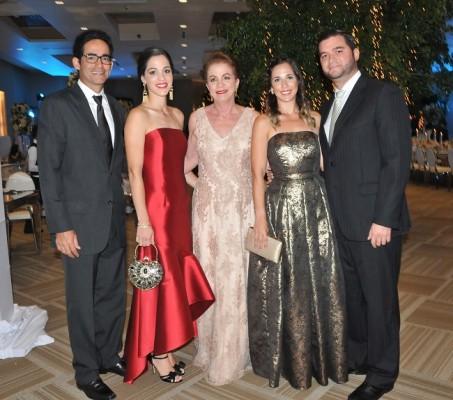 Mario e Isabel Cerna, Lilian Fonseca con Antonio y Daniela Fonseca