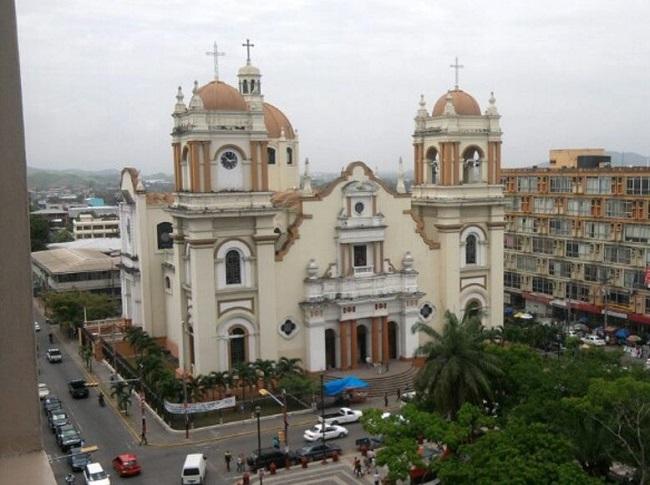 Entregan proyecto de audio guía a la catedral de San Pedro Sula para promover la cultura religiosa