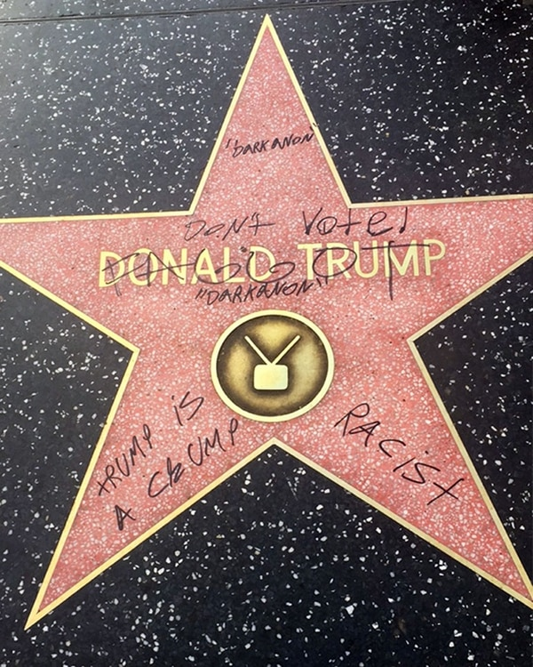 Vandalizan estrella de Donald Trump en el Paseo de la Fama, piden que la retiren
