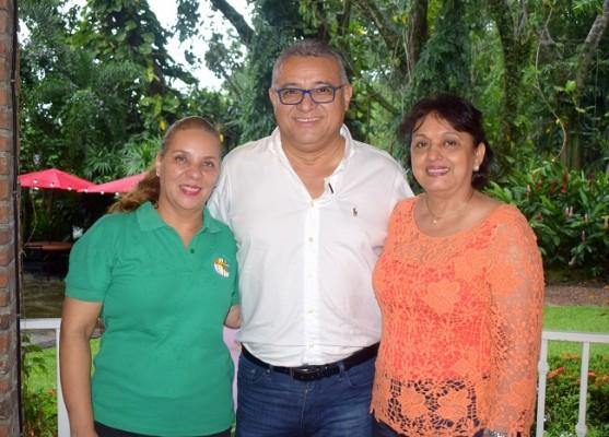 Alba Luz Hernández, Gustavo Flores y Digna de Flores