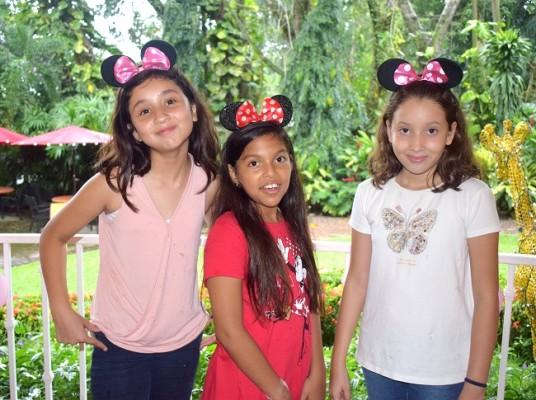 Emma Castillo, Mhia Valeria Barahona y Diana Pineda