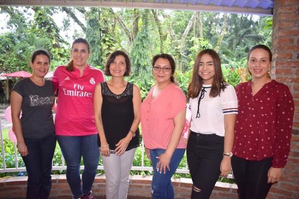 Karen Paredes, Catherine de Handal, Brenda de Rivera, Otomi Rodas, Marcela Alvarado y Linette Turcios