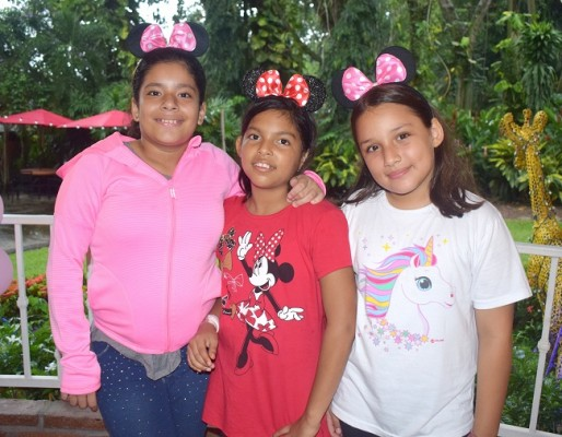 Lucía Flores, Mhia Valeria Barahona y Marcela Turcios
