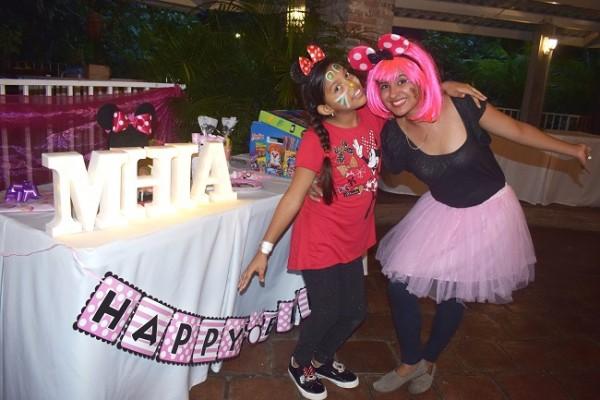 Mhia Valeria disfrutó a lo grande la celebración de su cumpleaños con la amenización de una graciosa payasita