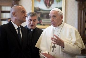 Papa Francisco dice que el sexo es un regalo de Dios y no un tabú