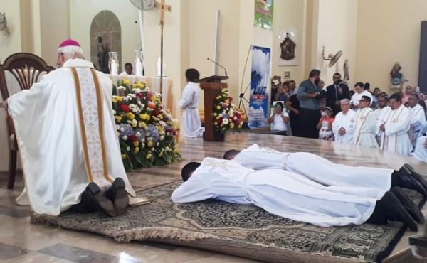 dos nuevos sacerdotes 1