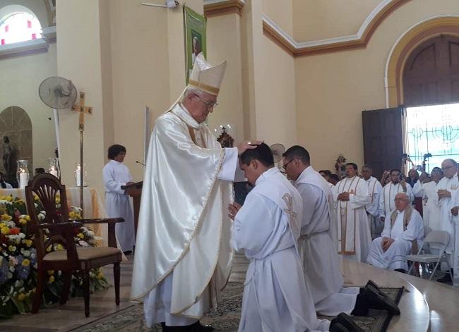 Ordenan dos nuevos sacerdotes en San Pedro Sula