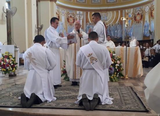 dos nuevos sacerdotes 3