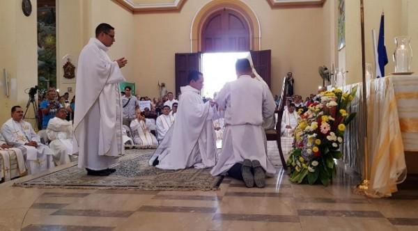 dos nuevos sacerdotes 4