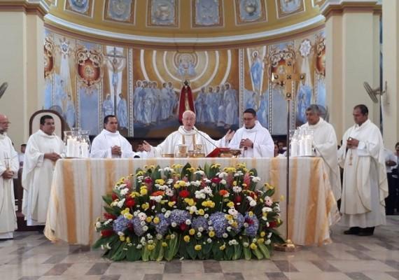 dos nuevos sacerdotes 5