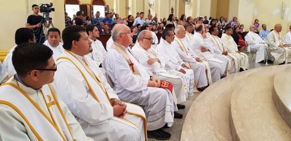 dos nuevos sacerdotes 6