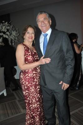 Óscar Flores y Sandra de Flores