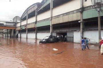 Ante alerta roja por las lluvias, Hernández pide a pobladores de zonas de riesgo tomar con mucha seriedad la situación