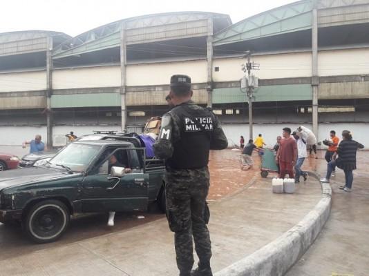 Evacúan a vendedores del Mercado La Isla en egucigalpa