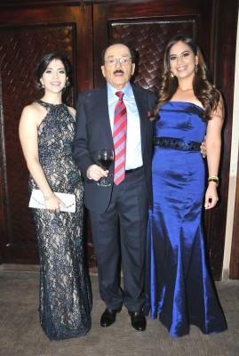 Andrea Cruz, el Dr. Alan Murillo y Gabriela Turcios