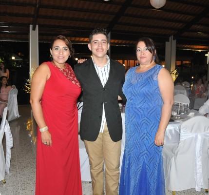 Blanca Figueroa, Josué Figueroa y Lourdes Figueroa