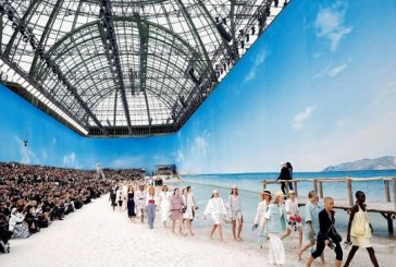 Chanel lleva la playa a París para presentar su nueva colección primaveral
