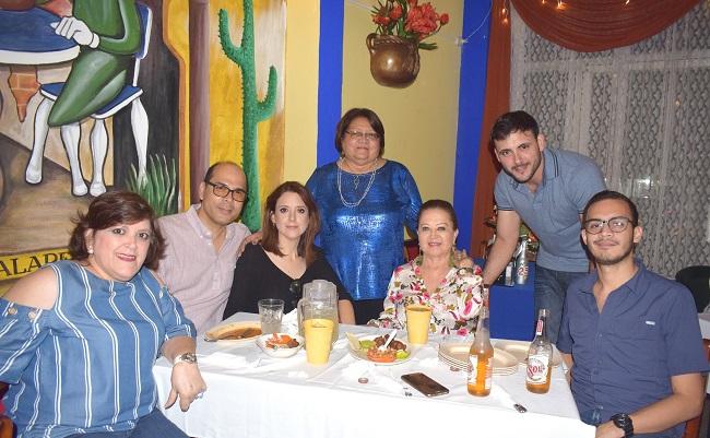 Derroche musical y gastronómico en el 25 aniversario de Jalapeños