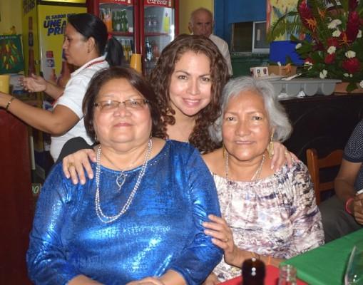 Muy felices en el 25 aniversario de Jalapeños