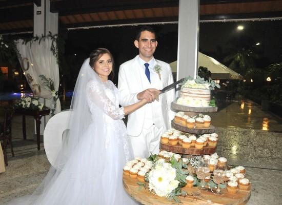 Daniela López y Orlando Ramírez compartieron su exquisito pastel de bodas elaborado especialmente para la ocasión por Nadia Canahuati de Signature Cakes.