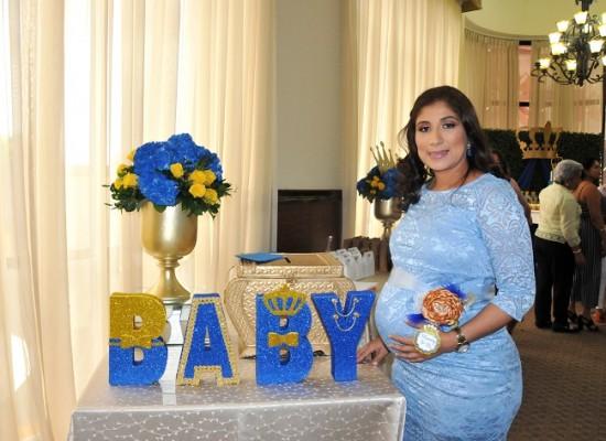 Delya Mathis de Banegas ¡regia! en su baby shower