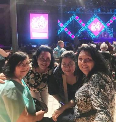 Doña Loli y sus tres hijas.