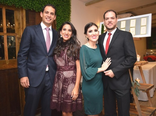 Erick Kafie y Karla de Kafie junto a Mavis y Roberto Larios