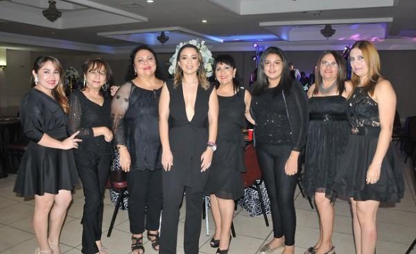 Gina Matheu, Gladys Perdomo, Sidia Triminio, Pamela Mejía Triminio, Midian Triminio, Dariana Triminio, Arely Ocampo y Suyapa Botto