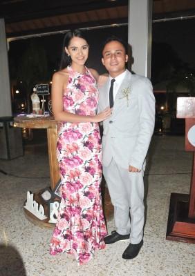 Isabel Sabillón y el hermano de la novia, Ángel López
