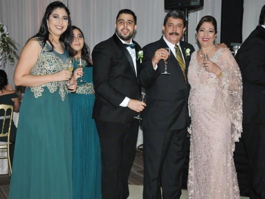 La familia del novio: Isabella Jiménez, Julia Jiménez, César Jiménez, César Jiménez y Julie Faraj