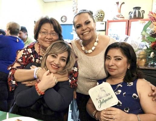 """Doña Antonieta Escobar, Oneyda de América, Dina Bulnes y Esther Amaya en el 25 Aniversario de """"Jalapeños"""" ¡Ajuuuaaa!"""