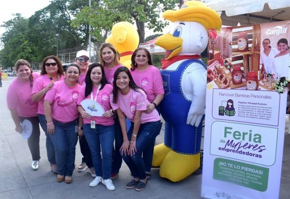 Las chicas de Cargill celebraron la Feria de Mujeres Emprendedoras...Ya viene Navidad...¡A reportarse, pues!