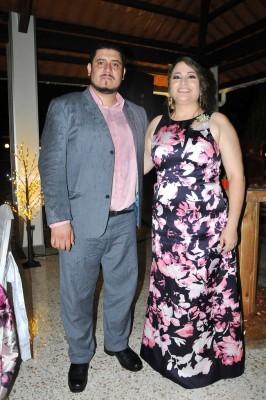 Nahún Orellana y la hermana del novio, Lara Figueroa