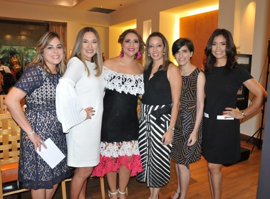 Celebrando el cumple de Jocelyn Kattum: Yadira Handal, Cecilia Merino, Jocelyn Kattum, Sheyla Sucrovich, Ana Castillo y Danelia Arias