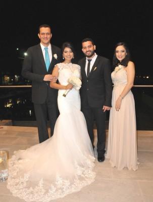 Ángel Enamorado y Sofía Avelar junto a sus padrinos de boda, Bryan Steer y Alba Sabillón
