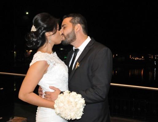 Ángel y Sofía sellaron su promesa de amor con un romántico beso. Disfrutan de su luna de miel en Colombia.