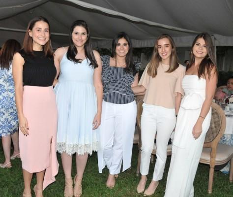 Alicia Rodríguez, Lynnet Saybe, María Fernanda Saybe, Laura Rodríguez y Beatriz Lara