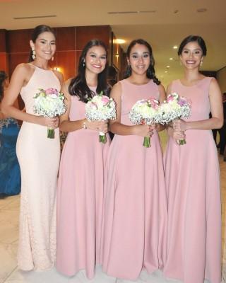 Las damas del cortejo de la novia: Ana Laura Irías, Ana María Cocco, Amani Ortega y Ana Sofía Irías