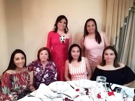 Andrea Rubí, Linda Pagoaga, Cindy Granados, Wilda Cáceres, Rosa Cáceres y Party Cáceres - copia
