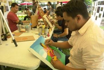 Exposición de arte y pintura en miniatura en restaurante vivero Angeli Gardens