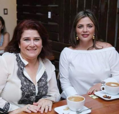 Audelia Dabdoub con Lupita Hawit