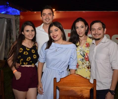 Brenda Guillen, David Palencia, Jordana Tarrab, Jennifer Reyes y Edgard Reyes