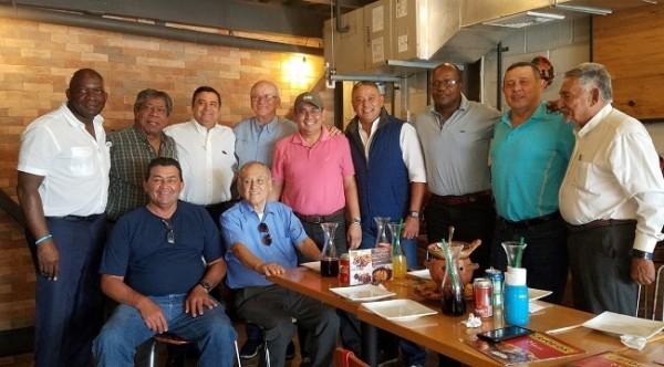 Celebración de cumpleaños de Chelato Uclés, por su amigos amantes del deporte