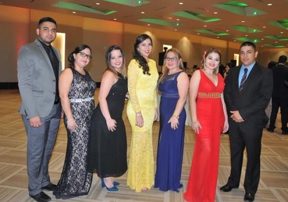 Darwin Ávila, Gema Jiménez, Arjanie Caballero, Paola Bendeck, Gabriela Rodríguez, Paola Rodríguez y el Capitán Pedro Benítez