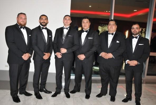 Los caballeros del cortejo de bodas: David Perdomo, Alejandro Pavón, Miguel Ángel Pavón, Nelson Cárcamo, Álvaro Guerrero y Marco Irías